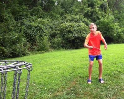 ruslan-disc-golfing